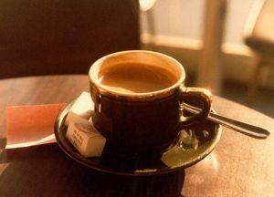 800px-Café_parisien